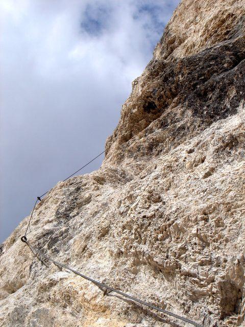 Foto: Manfred Karl / Klettersteig Tour / Laurenzisteig auf den Mittleren Molignon / In der D-Stelle, das Seil ist in Wirklichkeit leider nicht so straff, wie es auf dem Foto ausschaut / 14.09.2008 11:19:50