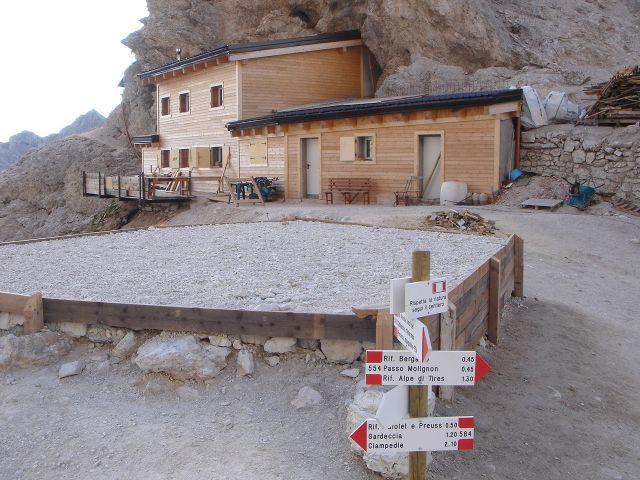 Foto: Manfred Karl / Klettersteig Tour / Laurenzisteig auf den Mittleren Molignon / Grasleitenpasshütte während des Umbaus / 14.09.2008 11:06:17