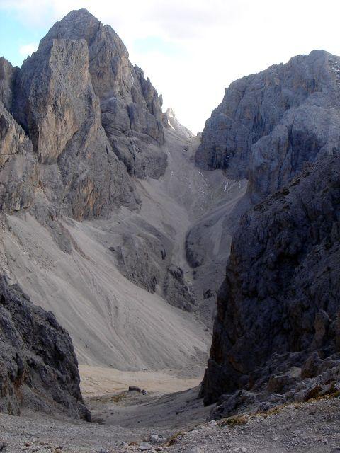 Foto: Manfred Karl / Klettersteig Tour / Laurenzisteig auf den Mittleren Molignon / Links der markante Kesselkogel, in Bildmitte der Grasleitenpass, über den der konditionsfordernde Rückweg erfolgt / 14.09.2008 11:04:10