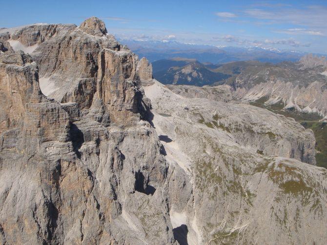 Foto: Manfred Karl / Klettersteig Tour / Via ferrata Piz da Lech / Etwas rechts der Bildmitte ist die Pisciaduhütte zu sehen / 14.09.2008 19:10:20