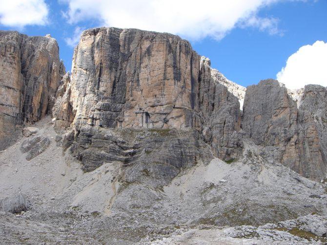 Foto: Manfred Karl / Klettersteig Tour / Via ferrata Piz da Lech / Boeseekofel, rechts der gelben Wand führt der Klettersteig auf den Gipfel / 14.09.2008 19:02:40
