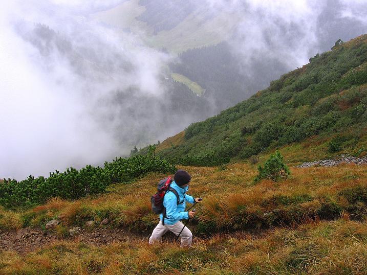 Foto: Andreas Koller / Wander Tour / Kammtour über dem Sölkpass (2284 m) / Tiefblick Richtung Erzherzog Johann Hütte / 13.09.2008 23:31:25