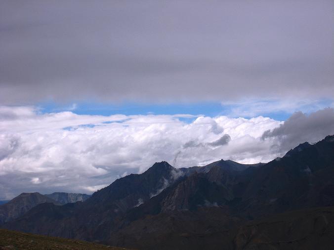 Foto: Andreas Koller / Wander Tour / Von Tachuntse auf den Nimaling Ri (5648m) / Farbenspiele auf den Bergen Nimalings / 14.09.2008 00:26:16