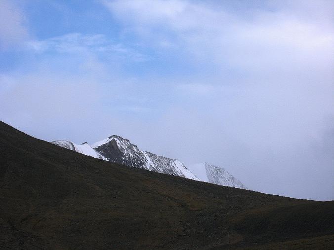 Foto: Andreas Koller / Wander Tour / Von Tachuntse auf den Nimaling Ri (5648m) / Der Regoni Malai Ri (6033 m) / 14.09.2008 00:23:16