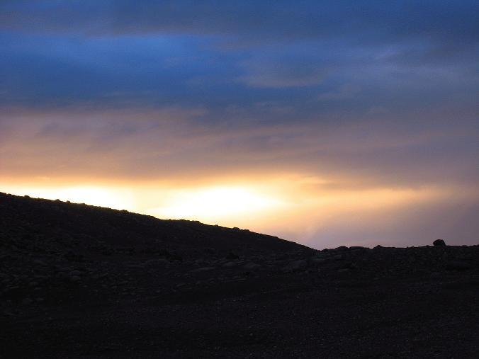Foto: Andreas Koller / Wander Tour / Von Tachuntse auf den Nimaling Ri (5648m) / Sonnenuntergang im Nimaling-Hochtal / 14.09.2008 00:22:36