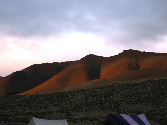 Foto: Andreas Koller / Wander Tour / Von Tachuntse auf den Nimaling Ri (5648m) / Sonnenuntergang auf den 5000ern in Nimaling / 14.09.2008 00:22:14