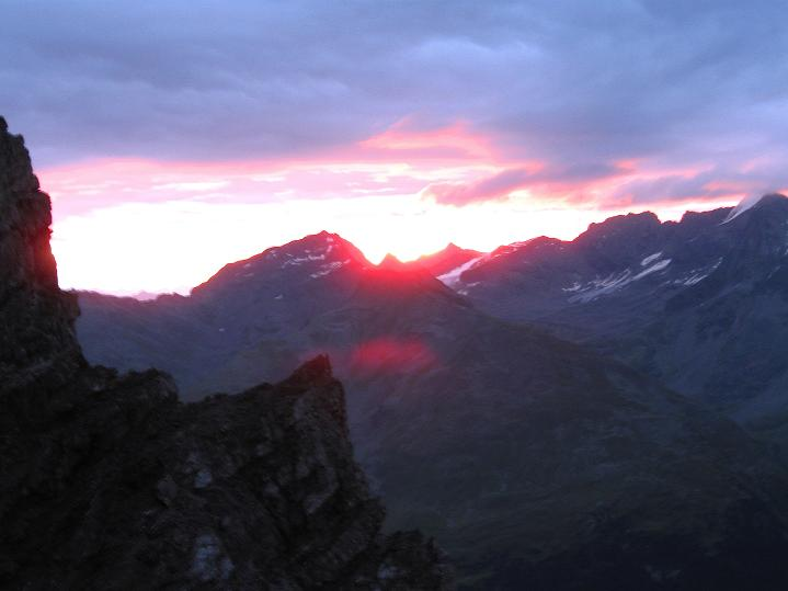 Foto: Andreas Koller / Wander Tour / König Ortler (3905m) / Sonnenaufgang nahe der Payerhütte / 14.09.2008 01:25:55