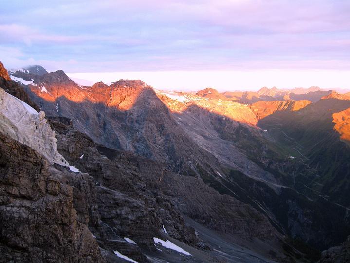 Foto: Andreas Koller / Wander Tour / König Ortler (3905m) / Sonnenaufgang am Stilfserjoch / 14.09.2008 01:25:25