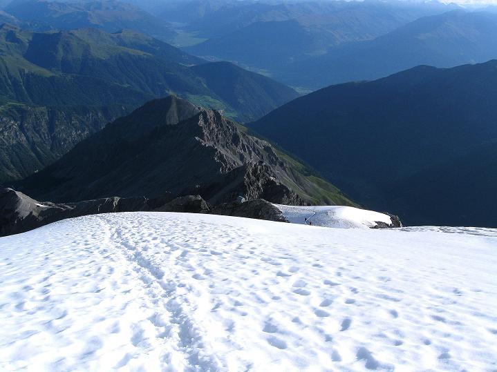 Foto: Andreas Koller / Wander Tour / König Ortler (3905m) / Über dem Ortlerbiwak mit Blick auf den Tabarettakamm / 14.09.2008 01:22:44