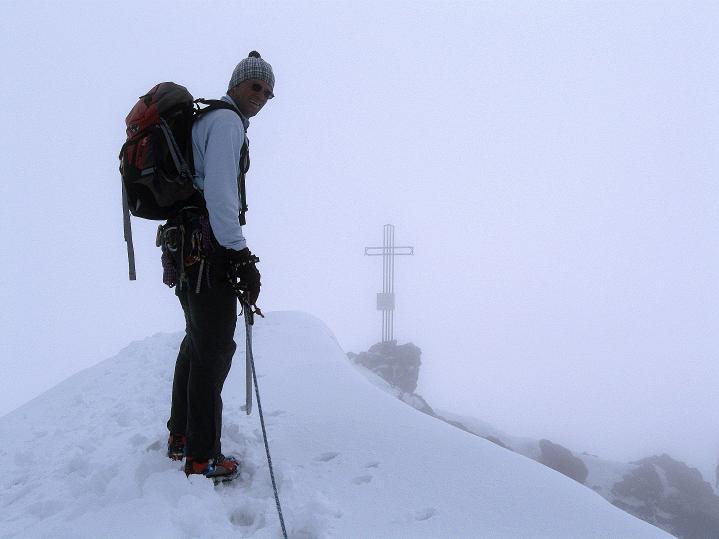 Foto: Andreas Koller / Wander Tour / König Ortler (3905m) / Die letzten Meter über die Wechte / 14.09.2008 01:21:58