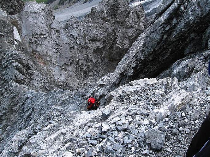 Foto: Andreas Koller / Wander Tour / König Ortler (3905m) / Steile Kletterei bei der Tabarettaspitze (teilweise mit Ketten versichert) / 14.09.2008 01:16:40