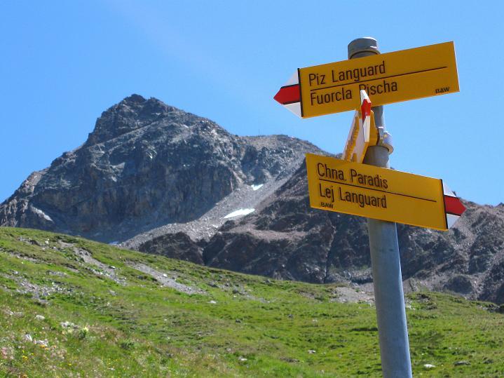 Foto: Andreas Koller / Wander Tour / Piz Languard (3262m) - Bernina-Aussichtsloge  / Wegweiser und Piz Languard / 14.09.2008 17:12:44