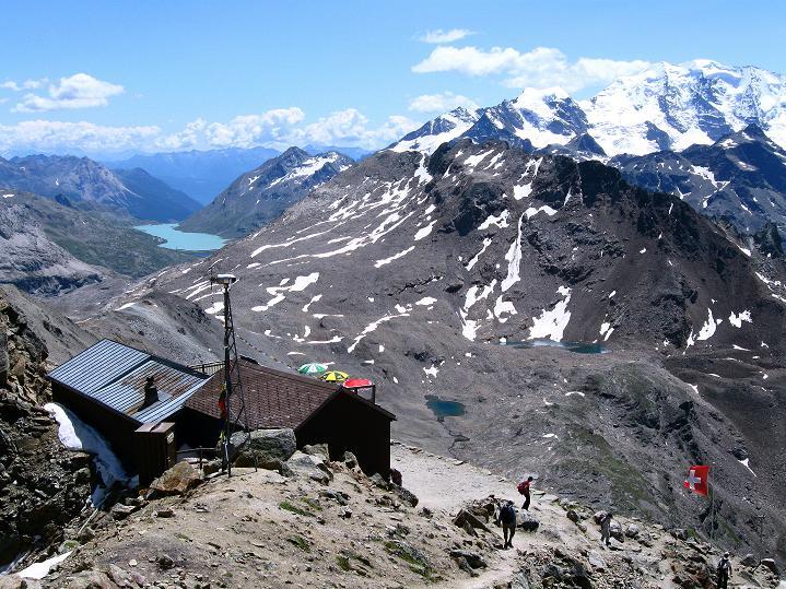 Foto: Andreas Koller / Wander Tour / Piz Languard (3262m) - Bernina-Aussichtsloge  / Georgy`s Hütte mit Blick auf den Berninapass / 14.09.2008 17:08:18