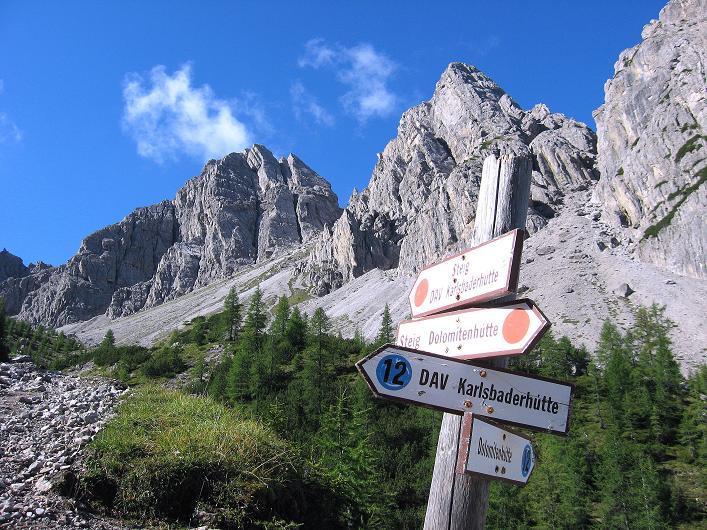 Foto: Andreas Koller / Klettersteig Tour / Klettersteig Ari Schübel (2772 m) / Wegweiser zur Karlsbader Hütte / 14.09.2008 17:56:38