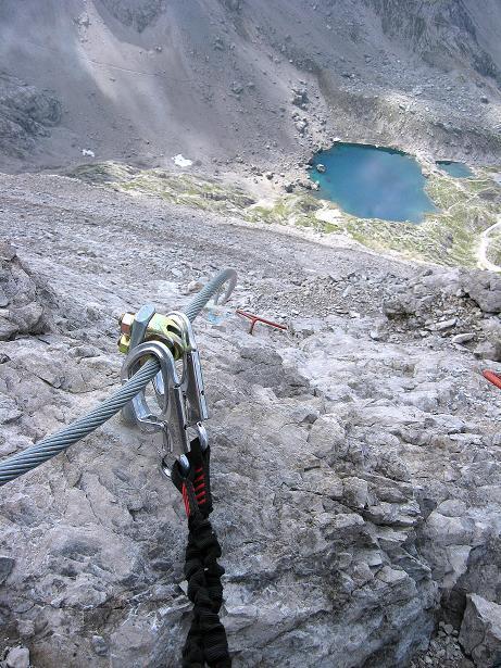 Foto: Andreas Koller / Klettersteig Tour / Klettersteig Ari Schübel (2772 m) / Tiefblick von der Kleinen Sandspitze zum Laserzsee / 14.09.2008 17:51:07