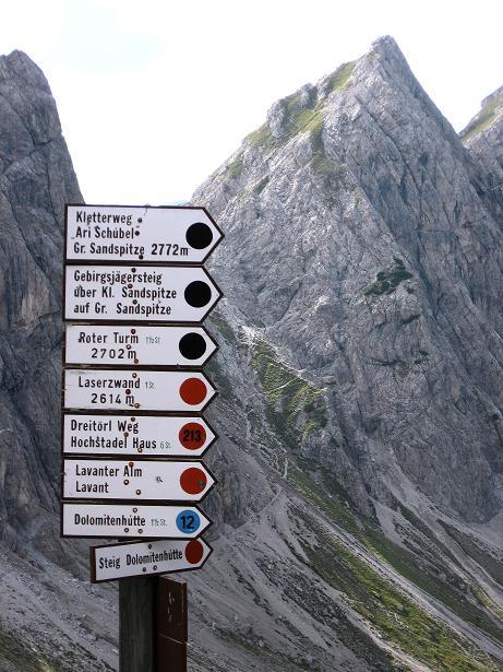 Foto: Andreas Koller / Klettersteig Tour / Klettersteig Ari Schübel (2772 m) / Wegweiser bei der Karlsbader Hütte / 14.09.2008 17:42:36