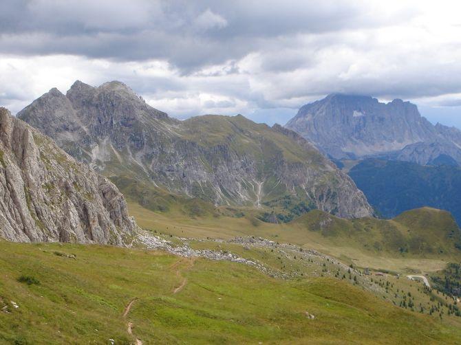 Foto: Manfred Karl / Klettersteig Tour / Via ferrata Ra Gusela / Über diesen unmarkierten Weg lässt sich ein Stück des Rückweges abkürzen / 14.09.2008 21:02:28