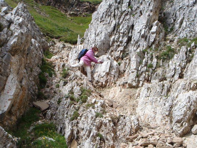 Foto: Manfred Karl / Klettersteig Tour / Via ferrata Ra Gusela / Felsiges, aber gut gangbares Gelände in der Abkürzung / 14.09.2008 21:01:22