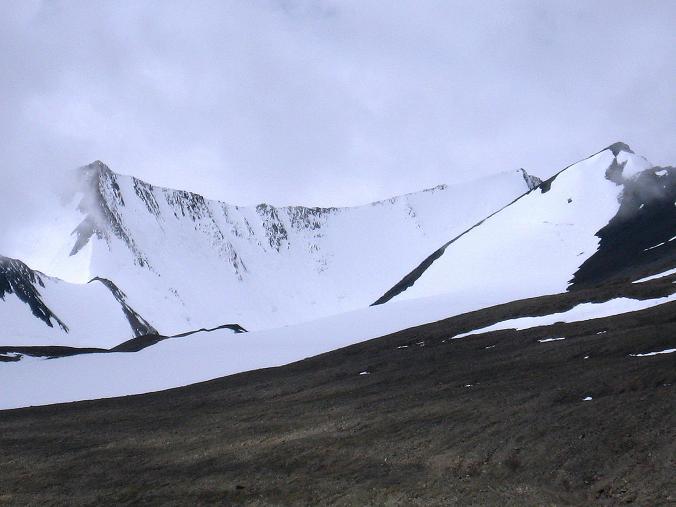 Foto: Andreas Koller / Wander Tour / Über Nimaling auf den Konmaru Ri (5446 m) / Dzo Jongo Ostgipfel - ganz links (6217 m), Dzo Jongo Westgipfel (6230 m), Regoni Malai Ri (6033 m) / 15.09.2008 22:50:35