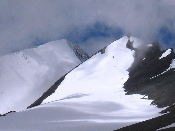Foto: Andreas Koller / Wander Tour / Über Nimaling auf den Konmaru Ri (5446 m) / Dzo Jongo Ostgipfel (6217 m) und Regoni Malai Ri (6033 m) / 15.09.2008 22:49:05