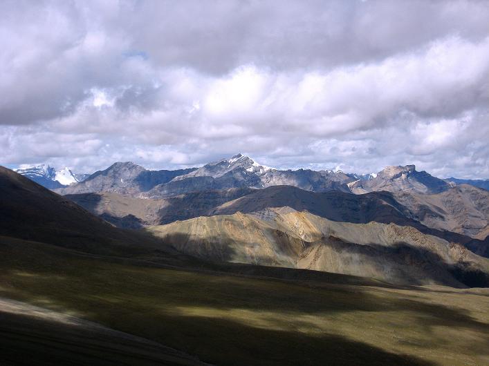 Foto: Andreas Koller / Wander Tour / Über Nimaling auf den Konmaru Ri (5446 m) / Die 7000er Ladakhs im W / 15.09.2008 22:45:42