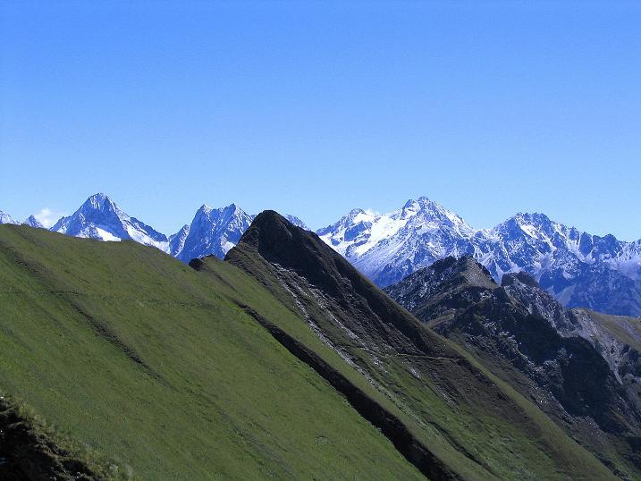 Foto: Andreas Koller / Wander Tour / Auf dem Saazerweg auf die Vordere Kendlspitze (3088m) / Über den Graskamm schaut die Schobergruppe hervor / 15.09.2008 23:33:38