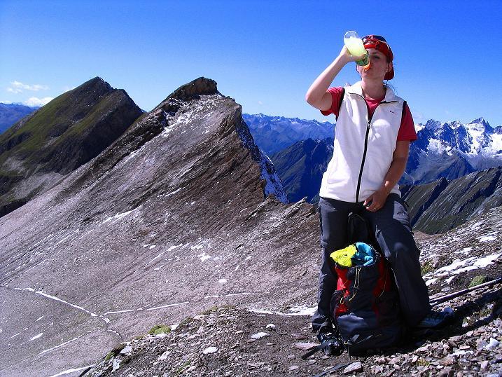 Foto: Andreas Koller / Wander Tour / Auf dem Saazerweg auf die Vordere Kendlspitze (3088m) / Stärkung in der Dürrenfeldscharte (2823 m) / 15.09.2008 23:31:18