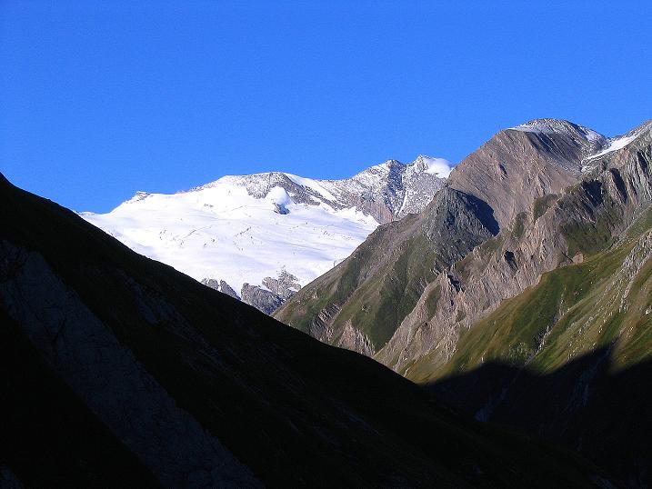 Foto: Andreas Koller / Wander Tour / Auf dem Saazerweg auf die Vordere Kendlspitze (3088m) / Blick auf das Fruschnitzkees und den Romariswandkopf (3511 m) / 15.09.2008 23:23:24