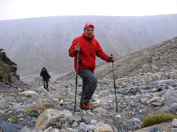 Foto: Andreas Koller / Wander Tour / Von Nimaling auf den Theny Ri (5765m) / In der Bachschlucht bei Schneefall / 17.09.2008 23:45:30