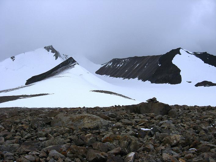 Foto: Andreas Koller / Wander Tour / Von Nimaling auf den Theny Ri (5765m) / Yak's horns - Dzo Jongo (6217 m) und Regoni Malai Ri (6033 m) / 17.09.2008 23:43:32