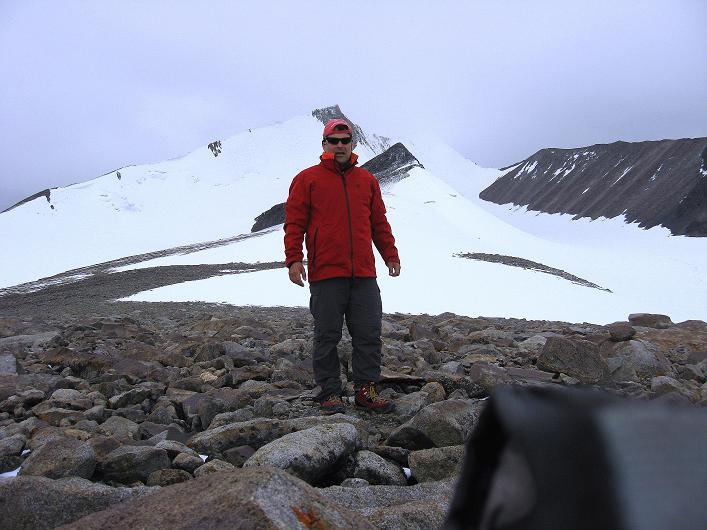Foto: Andreas Koller / Wander Tour / Von Nimaling auf den Theny Ri (5765m) / Am Gipfel mit Blick auf den Dzo Jongo (6217 m) / 17.09.2008 23:42:43