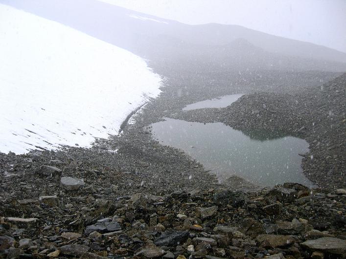 Foto: Andreas Koller / Wander Tour / Von Nimaling auf den Theny Ri (5765m) / Gletscherzunge mit Gletschersee / 17.09.2008 23:40:01