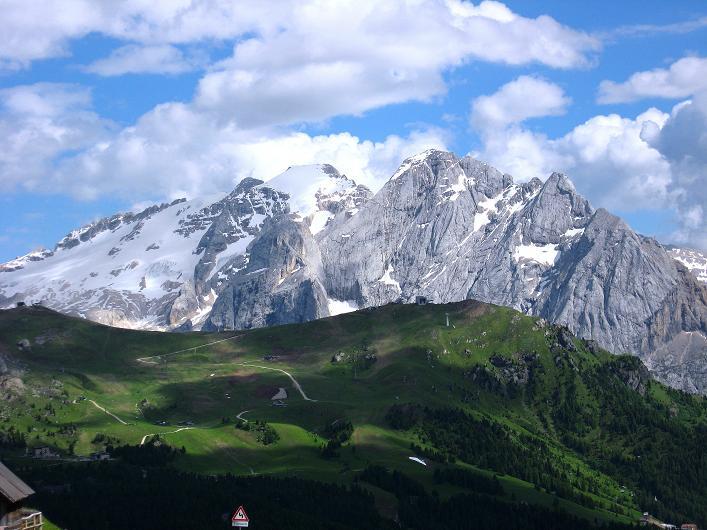 Foto: Andreas Koller / Klettersteig Tour / Marmolada (3343m) - Westgrat Klettersteig (Hans Seyffert Weg) / Die Marmolada vom Sellajoch / 18.09.2008 00:37:21