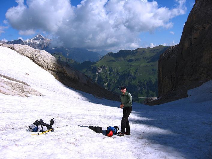 Foto: Andreas Koller / Klettersteig Tour / Marmolada (3343m) - Westgrat Klettersteig (Hans Seyffert Weg) / Über Firn zum Einstieg / 18.09.2008 00:35:51