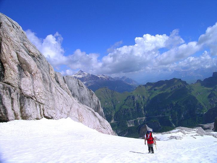 Foto: Andreas Koller / Klettersteig Tour / Marmolada (3343m) - Westgrat Klettersteig (Hans Seyffert Weg) / Anstieg über harmlose Gletscher-/ Firnfelder / 18.09.2008 00:35:01