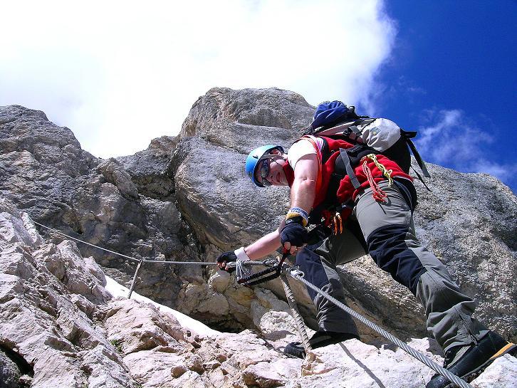 Foto: Andreas Koller / Klettersteig Tour / Marmolada (3343m) - Westgrat Klettersteig (Hans Seyffert Weg) / Steiler Aufstieg in die Scharte zum W-Grat / 18.09.2008 00:34:03