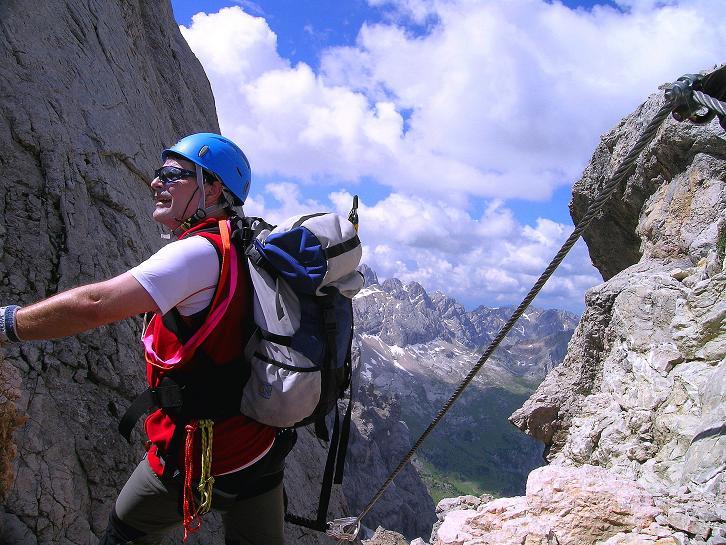 Foto: Andreas Koller / Klettersteig Tour / Marmolada (3343m) - Westgrat Klettersteig (Hans Seyffert Weg) / In der Scharte zum W-Grat / 18.09.2008 00:33:42