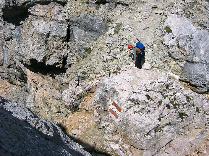 Foto: Andreas Koller / Klettersteig Tour / Marmolada (3343m) - Westgrat Klettersteig (Hans Seyffert Weg) / Die exponierte Storcela de la Marmolada / 18.09.2008 00:33:25