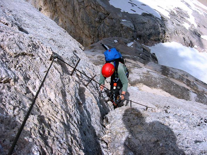 Foto: Andreas Koller / Klettersteig Tour / Marmolada (3343m) - Westgrat Klettersteig (Hans Seyffert Weg) / Plattengelände in der N-Wand / 18.09.2008 00:31:44