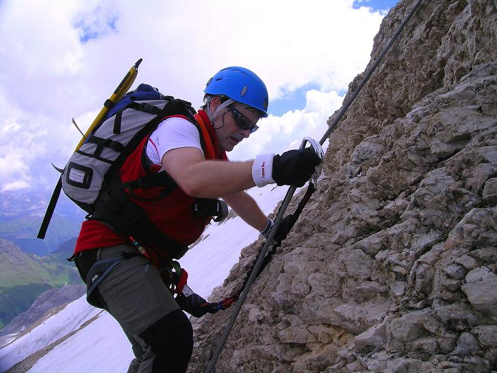 Foto: Andreas Koller / Klettersteig Tour / Marmolada (3343m) - Westgrat Klettersteig (Hans Seyffert Weg) / Steiler W-Grat, oberer Teil / 18.09.2008 00:30:43