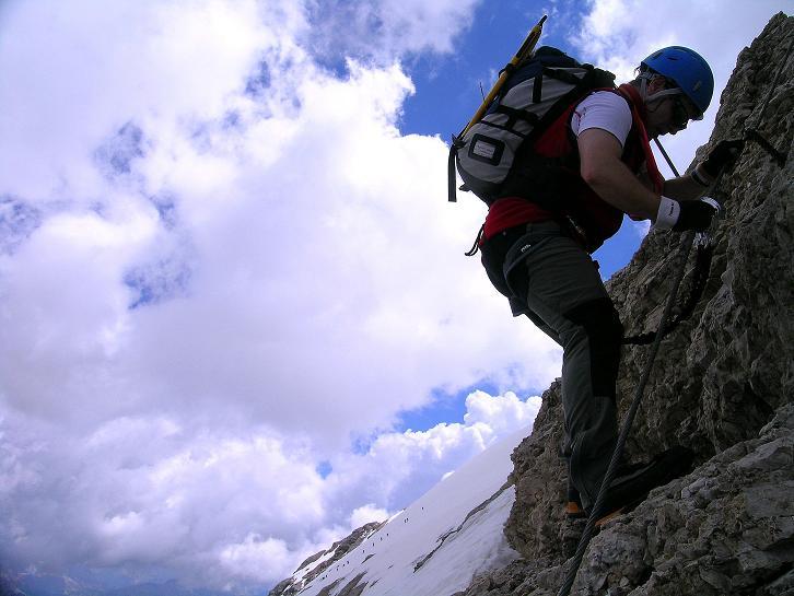 Foto: Andreas Koller / Klettersteig Tour / Marmolada (3343m) - Westgrat Klettersteig (Hans Seyffert Weg) / Am W-Grat schon auf der Höhe des Marmolada-Gletschers / 18.09.2008 00:30:11