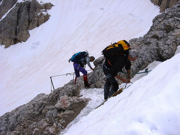 Foto: Andreas Koller / Klettersteig Tour / Marmolada (3343m) - Westgrat Klettersteig (Hans Seyffert Weg) / Einstieg in die Felsstufe vom Eselsrücken / 18.09.2008 00:25:54