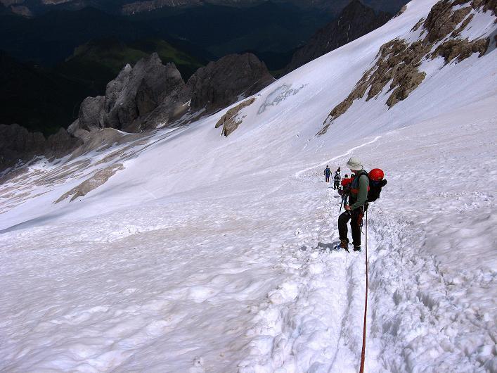Foto: Andreas Koller / Klettersteig Tour / Marmolada (3343m) - Westgrat Klettersteig (Hans Seyffert Weg) / Am oberen Marmolada-Gletscher / 18.09.2008 00:25:26