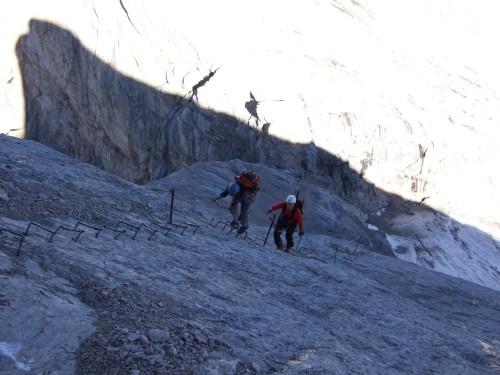Foto: hofchri / Klettersteig Tour / Marmolada (3343m) - Westgrat Klettersteig (Hans Seyffert Weg) / kleiner Konditionstest bei Höhenluft gefällig ? - die lange Bügelleiter / 14.02.2009 16:13:37