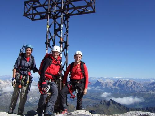 Foto: hofchri / Klettersteig Tour / Marmolada (3343m) - Westgrat Klettersteig (Hans Seyffert Weg) / zu dritt am Marmolada-Gipfel angekommen! Es waren (noch) alleine am Gipfel. / 14.02.2009 16:16:51