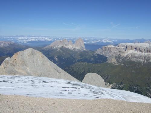 Foto: hofchri / Klettersteig Tour / Marmolada (3343m) - Westgrat Klettersteig (Hans Seyffert Weg) / Panorama zum Langkofel, rechts der Sellastock / 14.02.2009 16:18:07