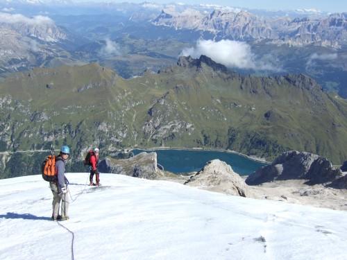 Foto: hofchri / Klettersteig Tour / Marmolada (3343m) - Westgrat Klettersteig (Hans Seyffert Weg) / Abstieg in Seilschaft über den Gletscher / 14.02.2009 16:18:36