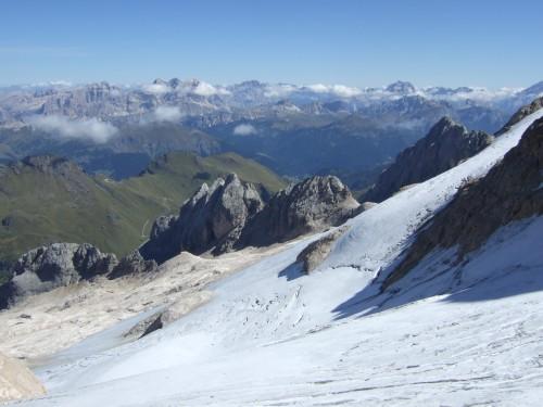 Foto: hofchri / Klettersteig Tour / Marmolada (3343m) - Westgrat Klettersteig (Hans Seyffert Weg) / Blick ins Tal / 14.02.2009 16:23:32