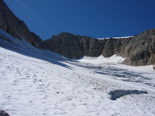 Foto: hofchri / Klettersteig Tour / Marmolada (3343m) - Westgrat Klettersteig (Hans Seyffert Weg) / Blick zurück auf den spaltenreichen Gletscher - beim Abstieg eher rechts halten! / 14.02.2009 16:24:14