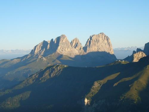 Foto: hofchri / Klettersteig Tour / Marmolada (3343m) - Westgrat Klettersteig (Hans Seyffert Weg) / Tolle Stimmung - Die Sonne leuchtet den Lang- und Plattkofel an. / 14.02.2009 16:06:12